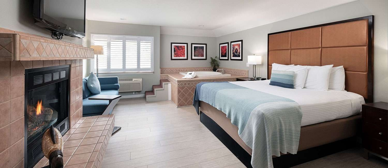 WE OFFER MODERN GUEST ROOMS & SUITES<br>WITH SPACE TO RELAX