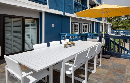 Welcome To Mariposa Inn & Suites - Balcony Seating