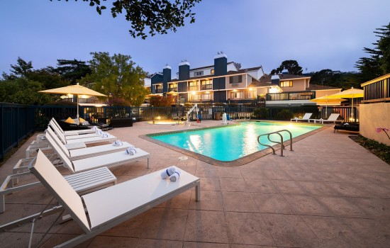 Welcome To Mariposa Inn & Suites - Inviting Outdoor Pool Area