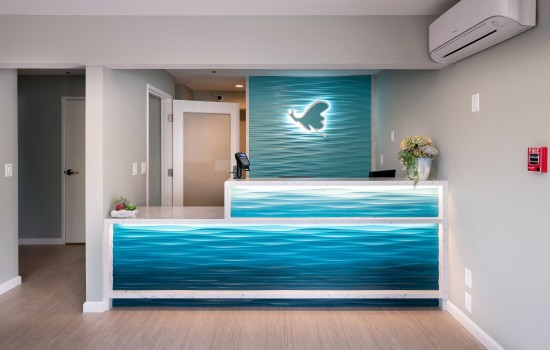 Welcome To Mariposa Inn & Suites - Reception Desk